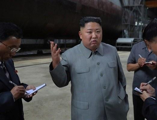 Ким Чен Ын провел осмотр подводной лодки - ФОТО - Новости ...